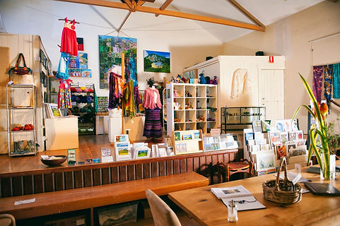 10 min from Jerrapark is Blue Knob Cafe and Gallery. Buy unique Arts and Crafts made by local artists.