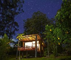 L'éco-Chalet at night.