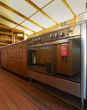 Large oven and cooktop at Jerrapark to facilitate cooking during your stay. Feel at home!