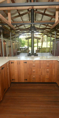 A U-shaped kitchen for a convivial feel during your get together at Jerrapark