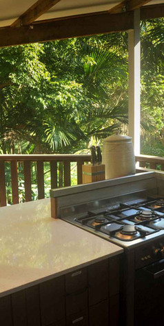 Cook with modern appliances in the middle of the rainforest at Jerrapark. Feel in the wild with comfort and style.