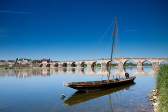 iwtgien_bateau_pont.jpg
