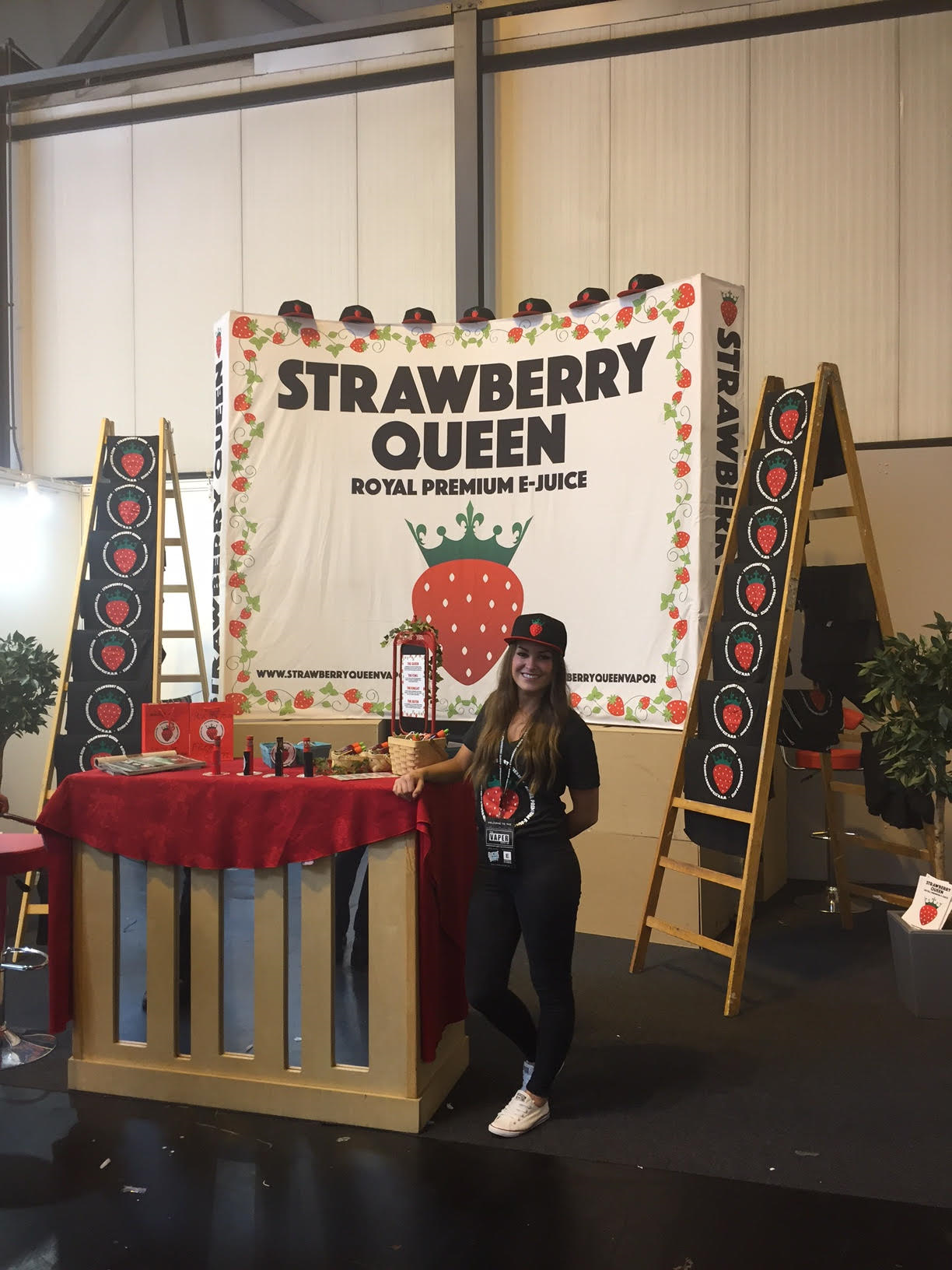 chloe m strawberry queen VAPER EXPO 3