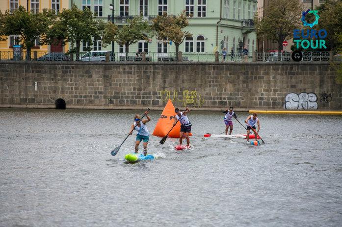 Última vuelta del Prague Paddle Fest