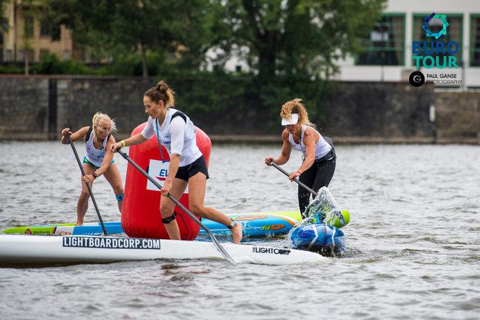 Las chicas en el Prague Paddle Fest