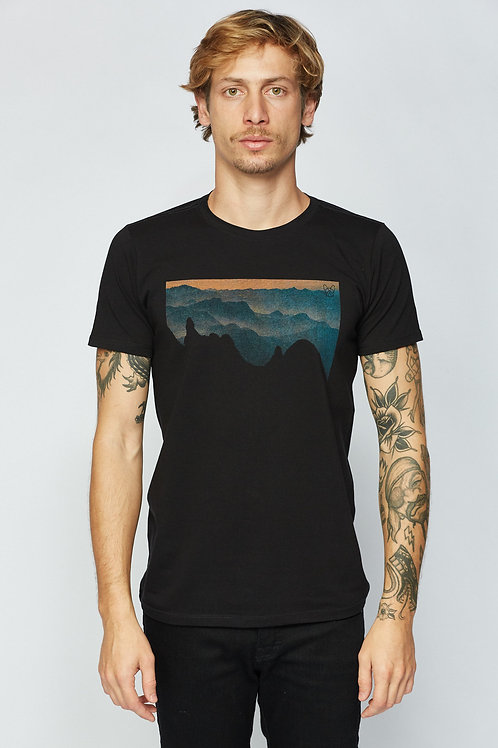 T-Shirt Dedo de Deus