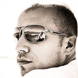 Auto portrait d'Olivier, photographe événementiel, spécialisé dans le mariage et l'e-sport