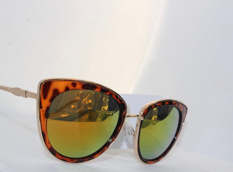 Lady sunglasses UV protection