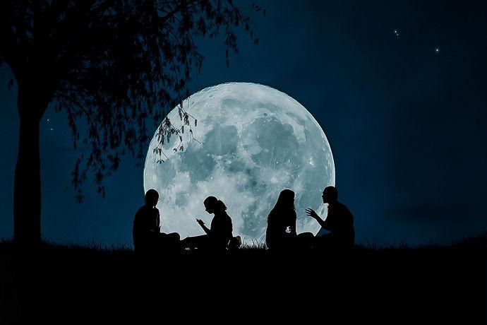 moon-2776955_1920.jpg