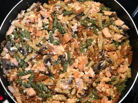 Pâtes au saumon fumé avec sauce au yogourt grec