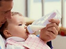 Bottle-Feeding Babies: Giving The Bottle
