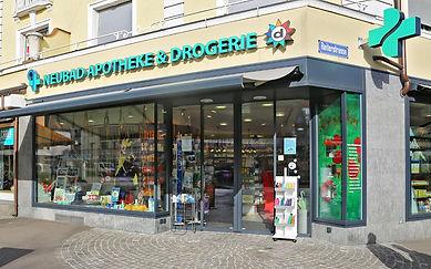Neubad Apotheke & Drogerie, Schaufenster