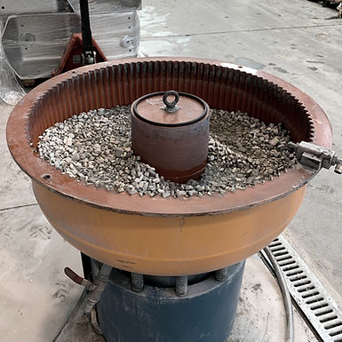processo di sbavatura per eliminare imperfezioni e sporgenze derivanti da fusione e taglio di metalli