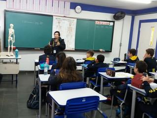 Atividade de aproximação dos professores do Fundamental II com alunos do Fundamental I.