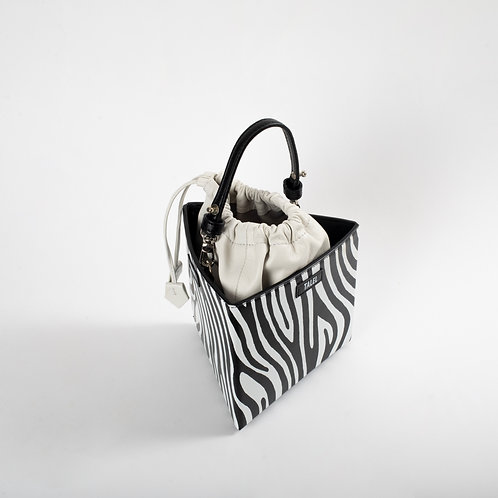 Medium triangle bag zebra