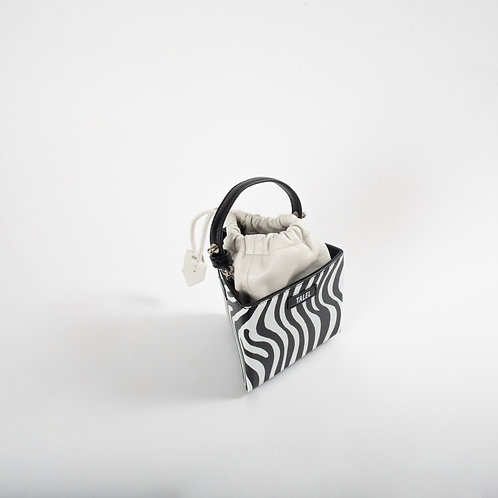 Small triangle bag zebra