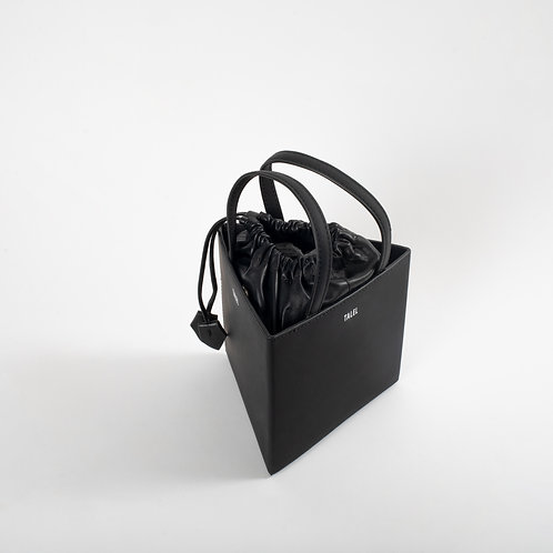Medium triangle bag black