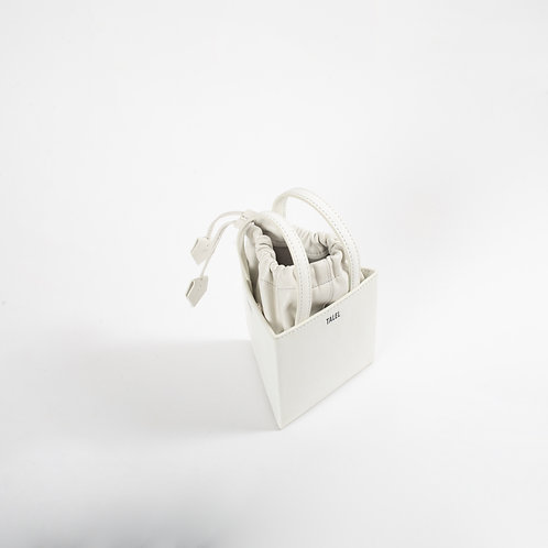 Small triangle bag off white