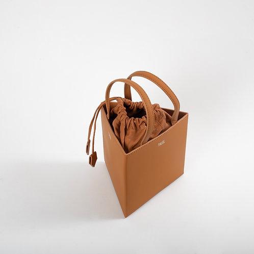 Medium triangle bag tan