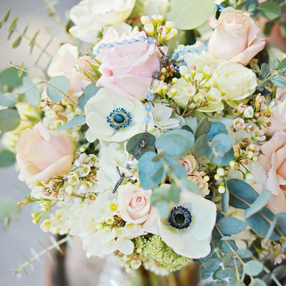 3- Ivory and Blush Bouquet