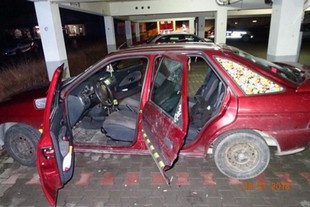 Verpuffung in Auto - vier Schwerverletzte