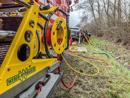 Autofahrer stirbt nach Frontal-Crash mit Lkw auf B173