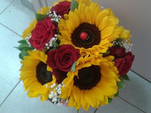 Bouquet laurea girasoli e rose rosse