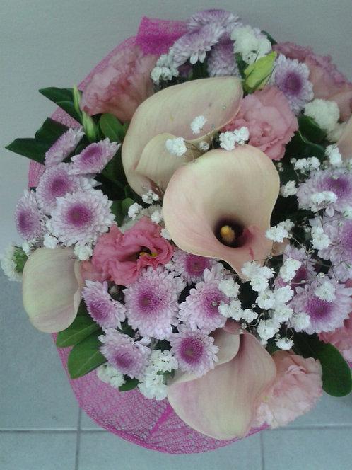 Bouquet di santini rosa, calle rosa e lisianthus rosa