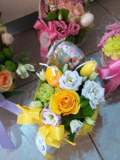 Scatola uovo in cartone decorato fiori misti