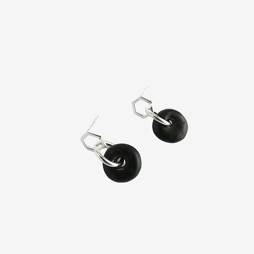 mmi3nsa sterling silver hexagon stud earrings with small black glass beads