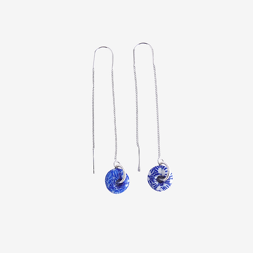 mmi3nsa plated silver thread earrings with small blue and white glass beads