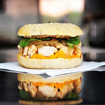 Camion Burger Curieux Traiteur toulouse mariage food truck foodtruck Albi Montauban Castres Auch Tarn Gers .jpg
