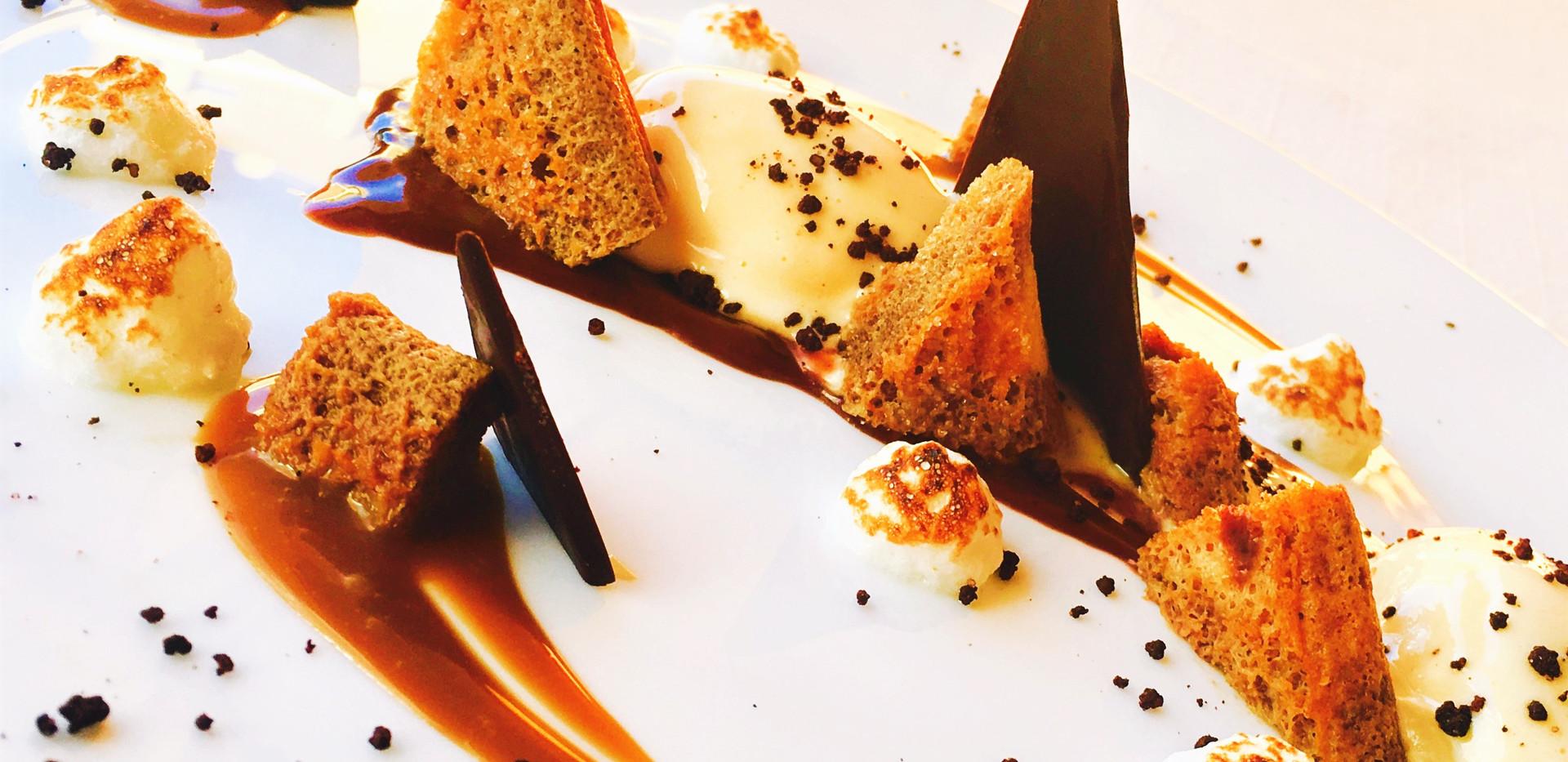 Mousse al mascarpone, caramello al cioccolato fondente e savoiardi al caffè