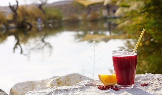 מיץ הסתיו לחיזוק מערכת החיסון על גדות האגם של מואה אואזיס