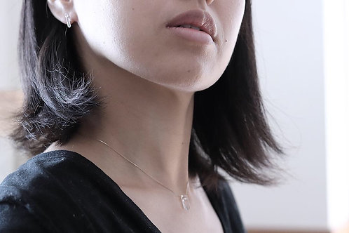水晶と真鍮のネックレス