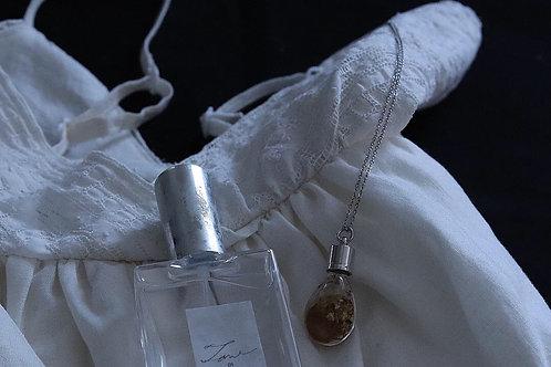 花と香りのネックレス