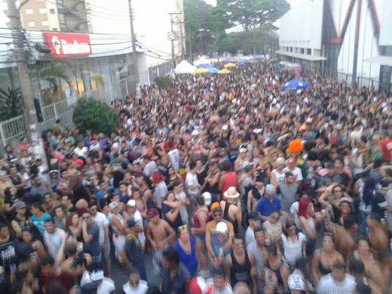 """Com o tema """"TRANSbordar é um ato de amor"""", Parada do Orgulho LGBT tomou conta das ruas do centro de"""