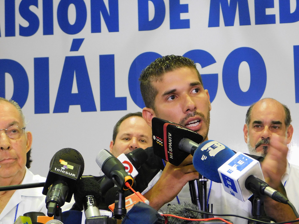 Edwin Carcache en el Diálogo Nacional - Fotografía de Coyuntura por Juan Daniel Treminio
