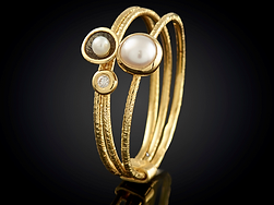 18Kt Yellow Gold with Diamond and Pearl