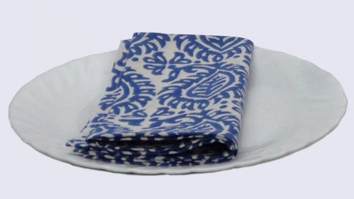 Napkins Block printed with blue and white paisley design - Set o
