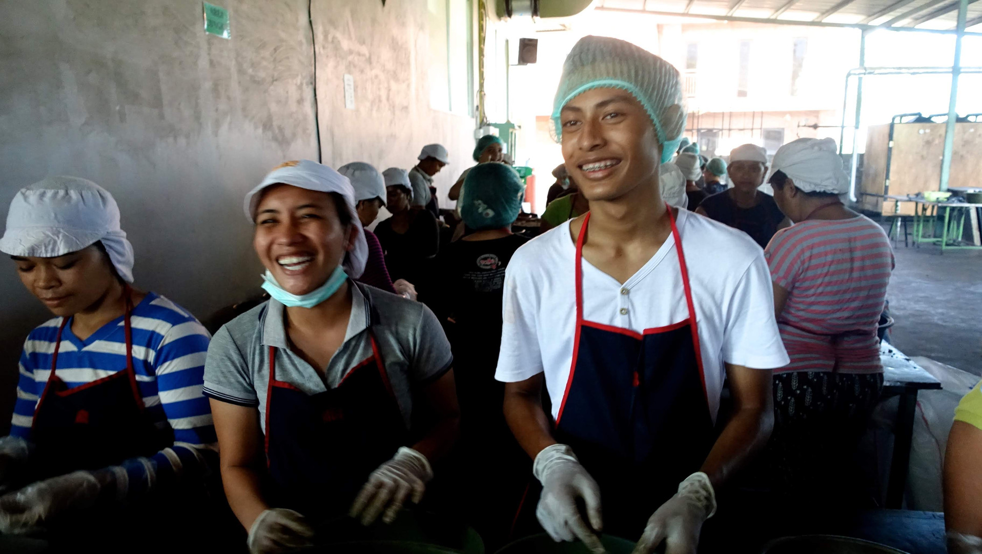 Our cashew factory is the ideal place for hands-on service learning activities, like peeling cashews alongside our local staff