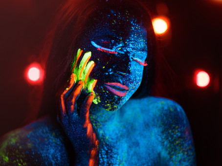 Blacklight Photography - Glow in the Dark Portraits
