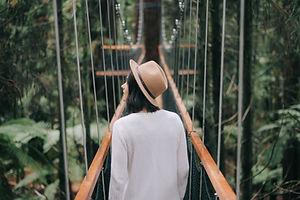 Femme sur le pont