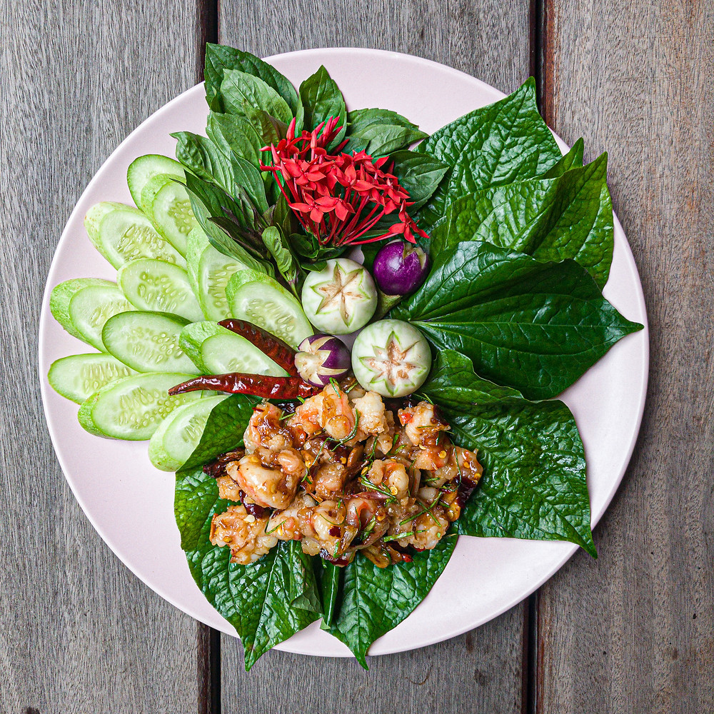 thai sweet and sour prawn lettuce cups