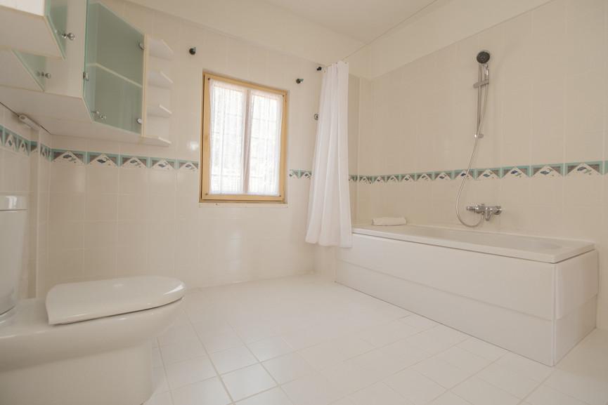 Villa ilayda - Ensuite Superking Bedroom  Bathroom - Kalkana - Kalkan.jpg