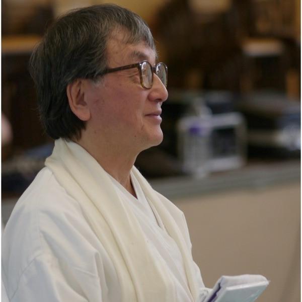 Il Maestro osserva gli allievi durante un seminario a Parigi