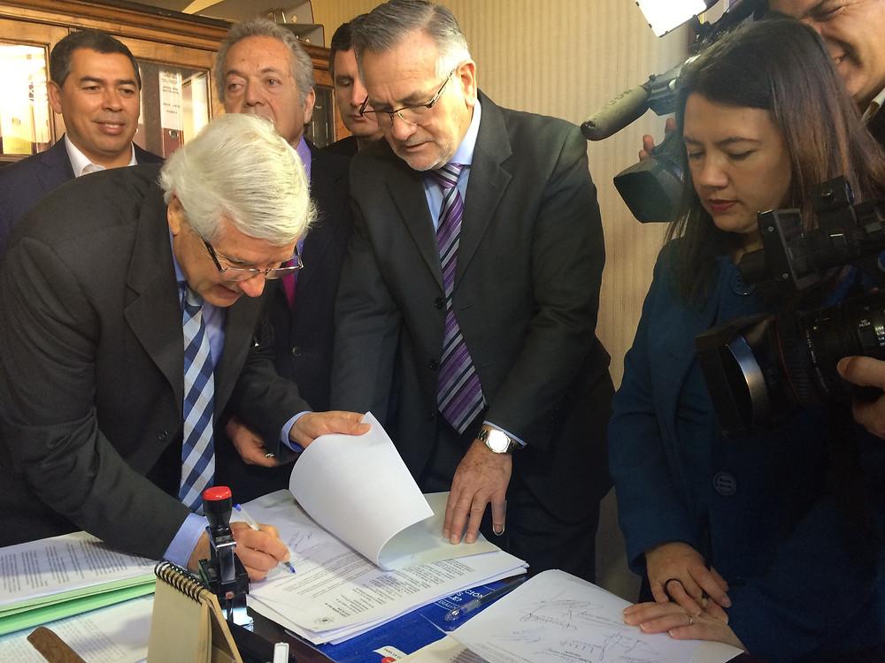 DIPUTADOS PRESENTARON REFORMA CONSTITUCIONAL AL SISTEMA DE PENSIONES QUE PONE FIN A LAS AFPs
