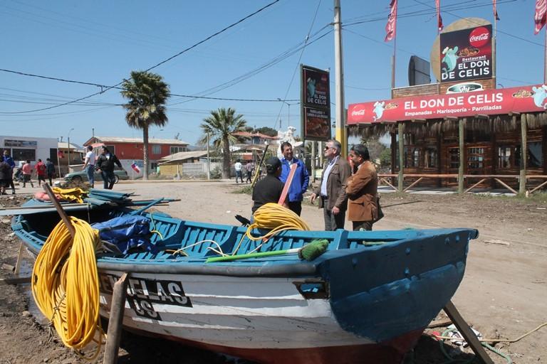 Diálogo con pescadores y locatarios afectados en Peñuelas.