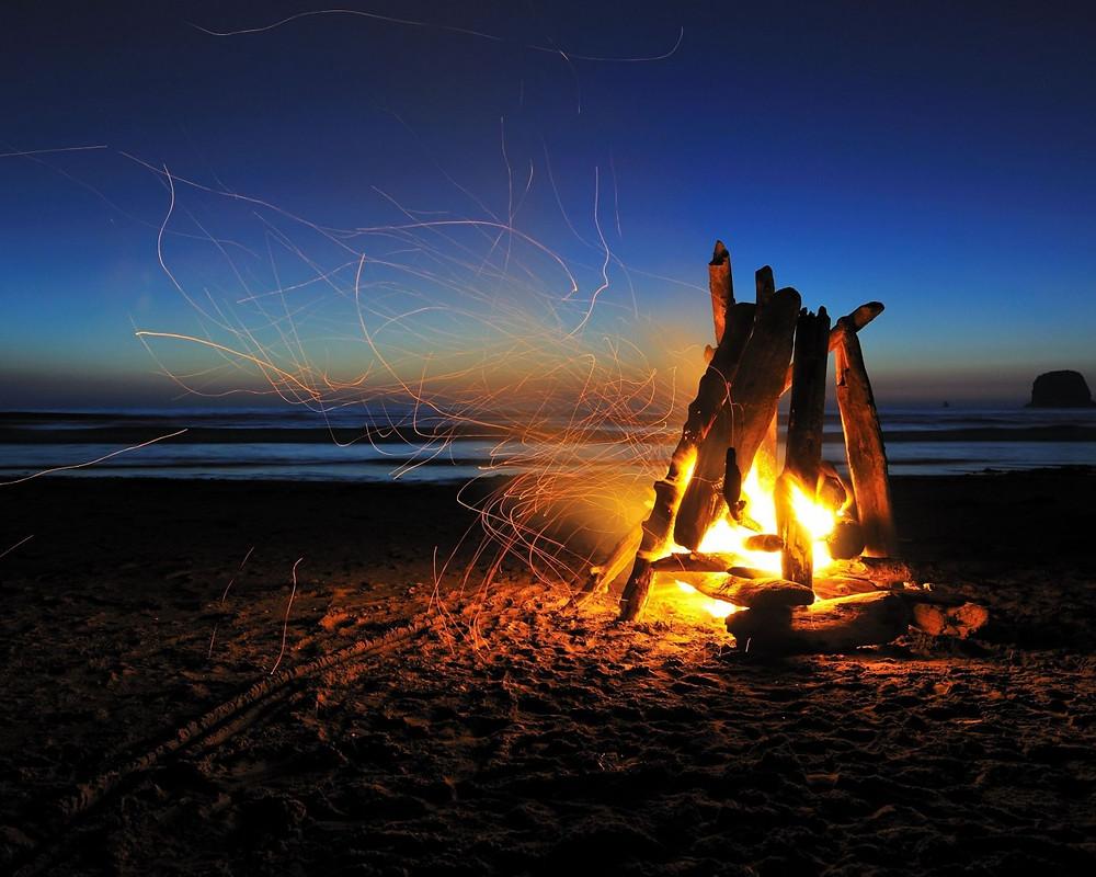 beach-campfire-night-1280x1024.jpg