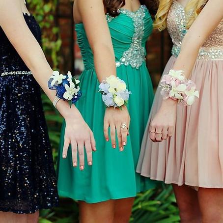 איך לבחור שמלה לנשף סיום תיכון שתתאים בדיוק לך?